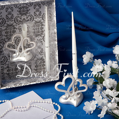Embracing Hearts Pen Set (101020363)
