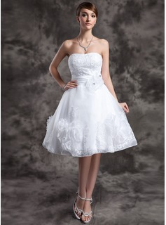 A-Line/Princess Sweetheart Knee-Length Organza Wedding Dress With Lace Beadwork Flower(s) (002024066)