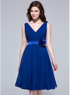 A-Line/Princess V-neck Knee-Length Chiffon Charmeuse Bridesmaid Dress With Ruffle Flower(s)