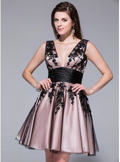 A-Line/Princess V-neck Short/Mini Tulle Charmeuse Homecoming Dress With Lace