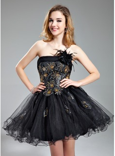 A-Line/Princess Strapless Short/Mini Tulle Homecoming Dress With Lace Beading Feather Sequins