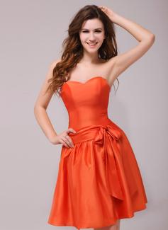 A-Line/Princess Sweetheart Knee-Length Taffeta Homecoming Dress With Bow(s)