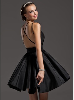 A-Line/Princess V-neck Short/Mini Taffeta Homecoming Dress With Ruffle