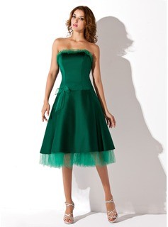 A-Line/Princess Strapless Knee-Length Satin Tulle Homecoming Dress