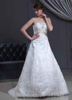 Forme Princesse Sans bretelle Traîne moyenne Dentelle Robe de mariée avec Ceintures Emperler À ruban(s)
