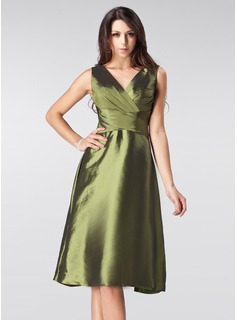 A-Line/Princess V-neck Knee-Length Taffeta Bridesmaid Dress With Ruffle