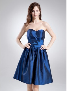A-Line/Princess Sweetheart Knee-Length Taffeta Homecoming Dress With Ruffle