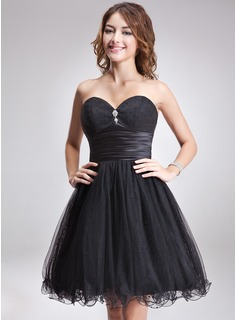 A-Line/Princess Sweetheart Knee-Length Tulle Charmeuse Homecoming Dress With Ruffle Beading