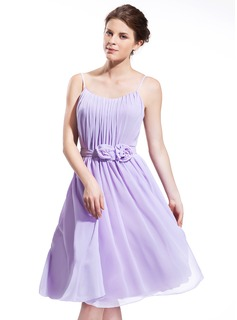 A-Line/Princess Scoop Neck Knee-Length Chiffon Bridesmaid Dress With Ruffle Flower(s)