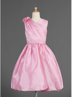 A-Line/Princess V-neck Knee-Length Taffeta Flower Girl Dress With Ruffle Flower(s)