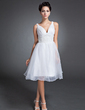 A-Line/Princess V-neck Knee-Length Organza Homecoming Dress With Ruffle Beading (022015097)