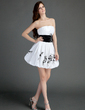 A-Line/Princess Strapless Short/Mini Taffeta Homecoming Dress With Ruffle Sash Appliques Lace (022015747)