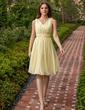 A-Line/Princess V-neck Knee-Length Chiffon Bridesmaid Dress With Ruffle Bow(s) (007027162)