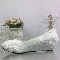 Women's Leatherette Wedge Heel Closed Toe With Imitation Pearl